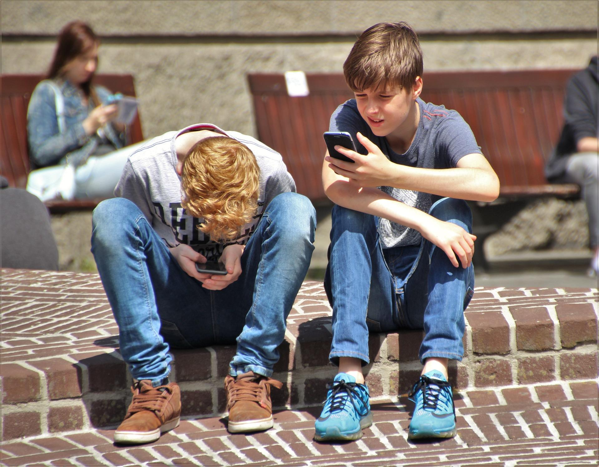 Exploit : des chirurgiens sont arrivés à enlever le smartphone des mains d'un ado