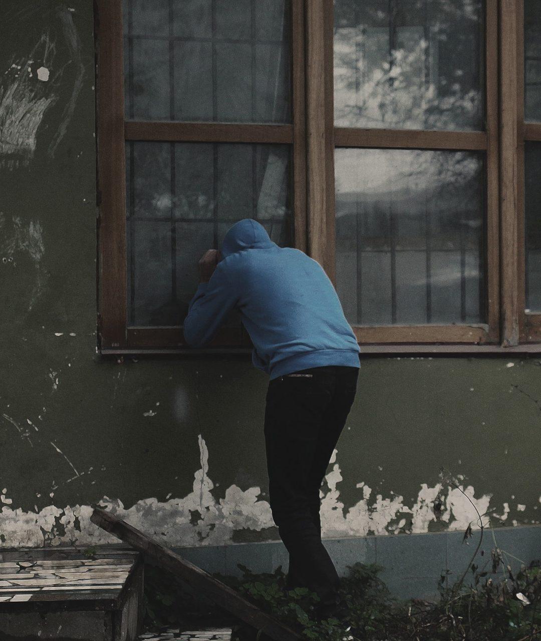10 réactions à avoir si un cambrioleur pénètre dans votre logement
